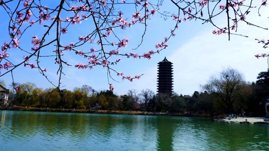 未名湖.jpg